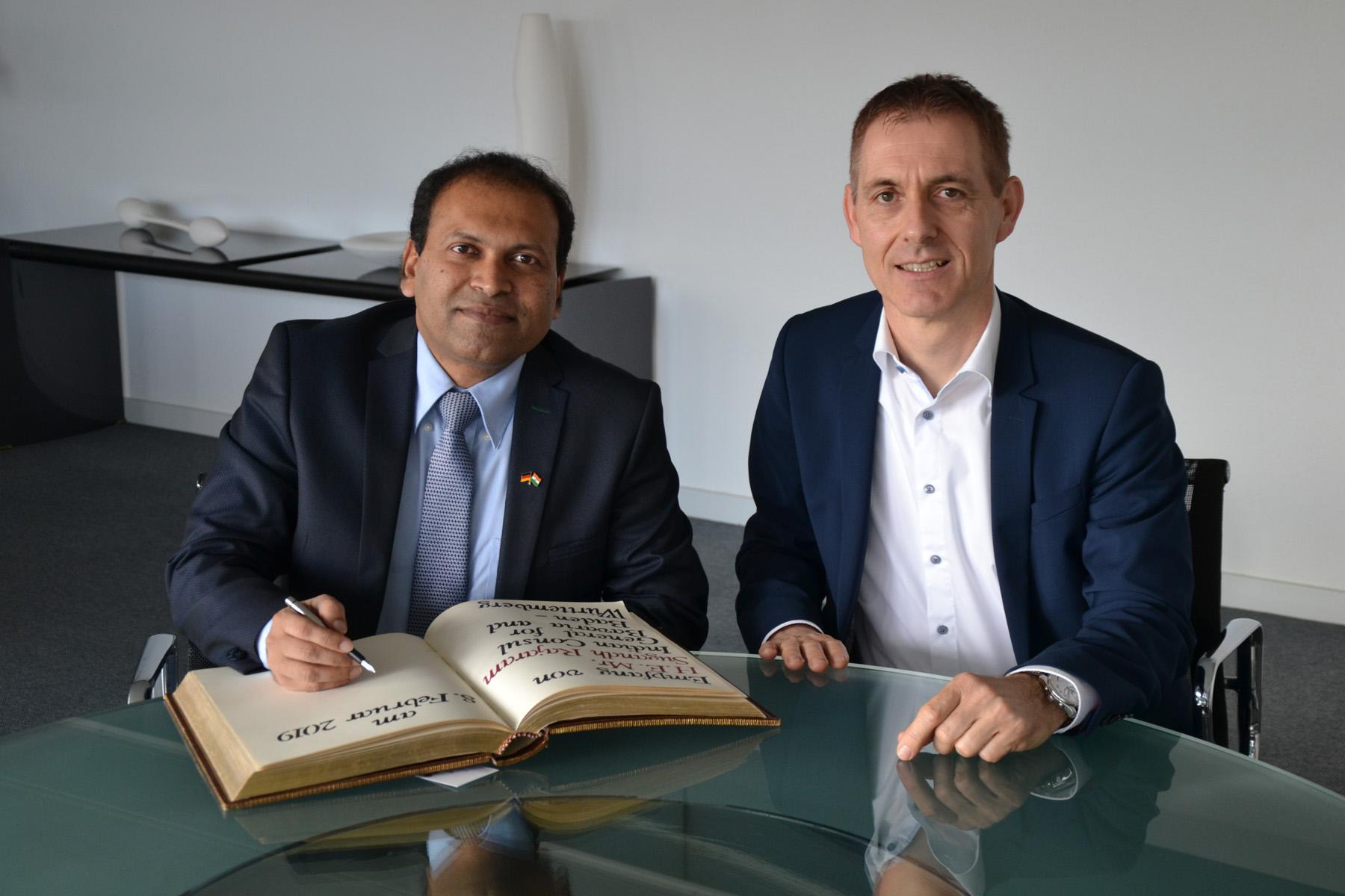 Der indische Generalkonsul für Baden-Württemberg und Bayern, H.E. Mr. Sugandh Rajaram mit Oberbürgermeister Jörg Lutz
