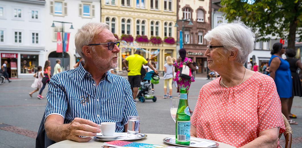 Senioren im Eiscafé