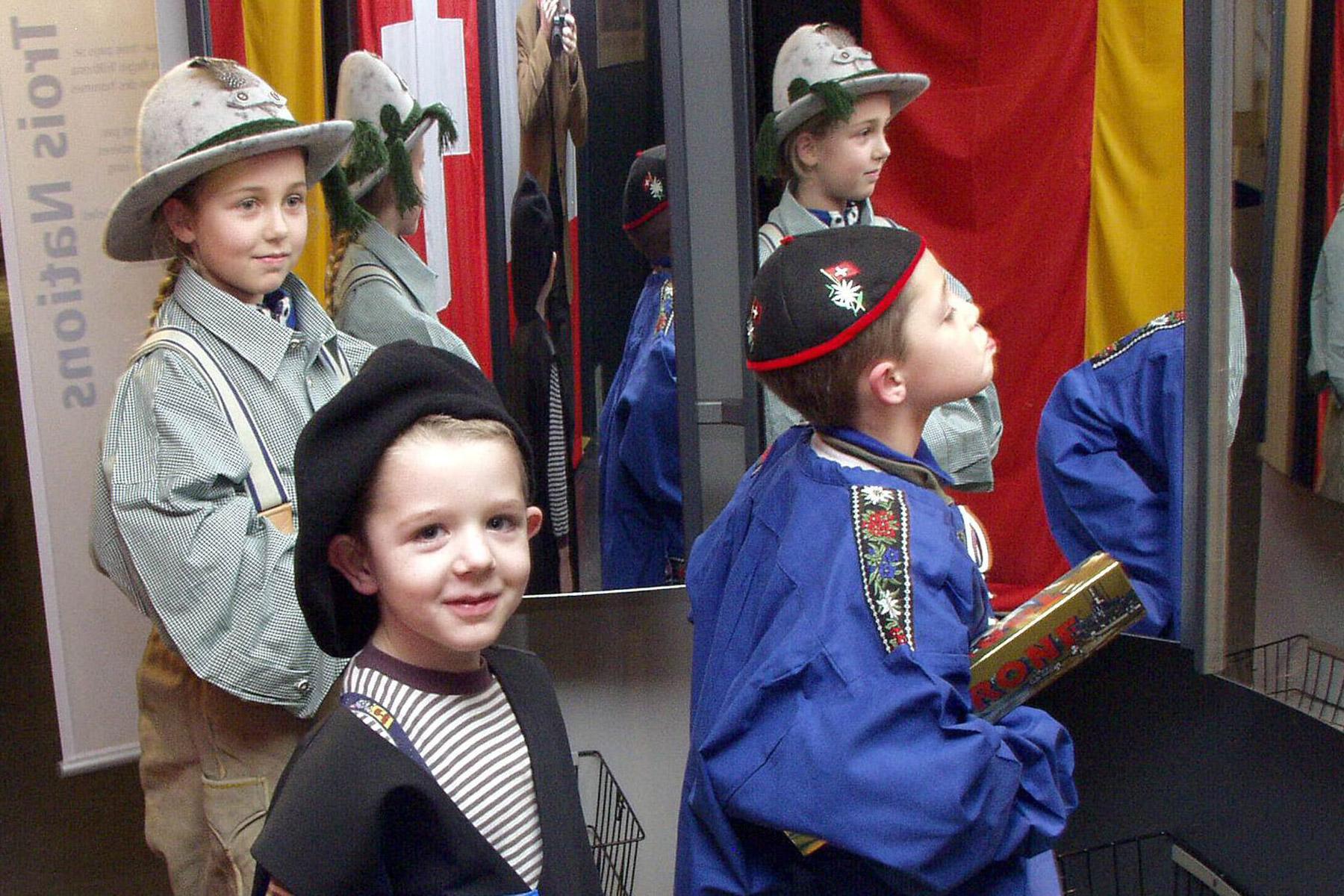 Kinder verkleiden sich im Dreiländermuseum
