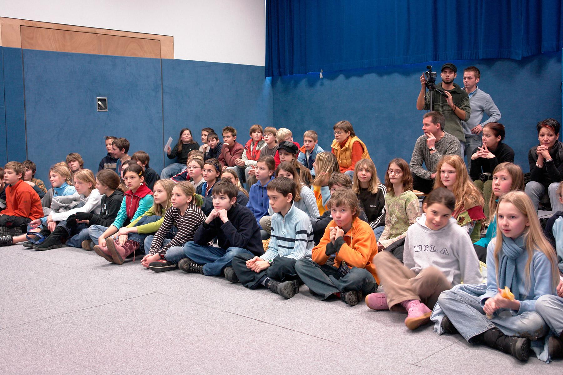 Kinder bei einem Projekt von Tempus fugit