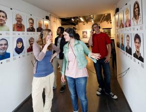 Jugendliche im Dreiländermuseum Lörrach