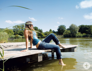 young woman sitting on a landing at Grütt lake