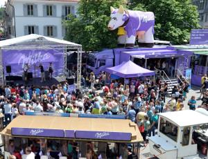 L'effervescence de la Fête annuelle du chocolat au lait sur la place du Vieux Marché (Photo : Florian Weiß, Mondelez International)