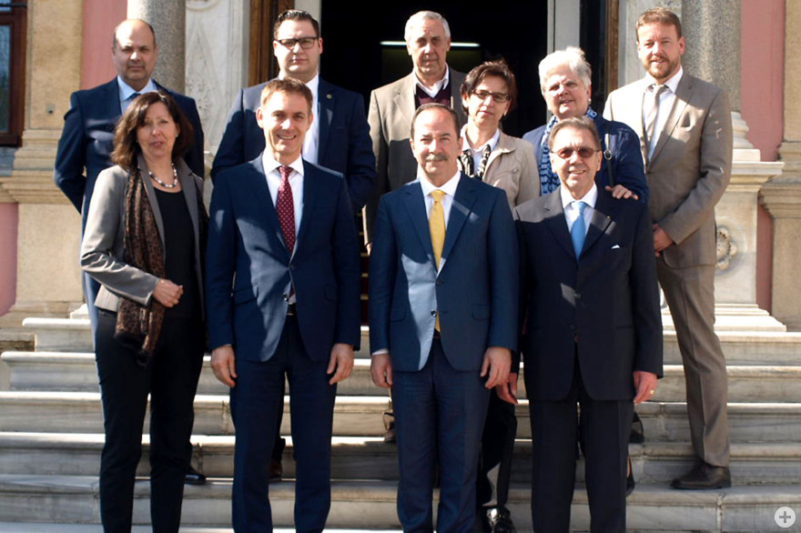 Delegation vor dem Rathaus in Edirne