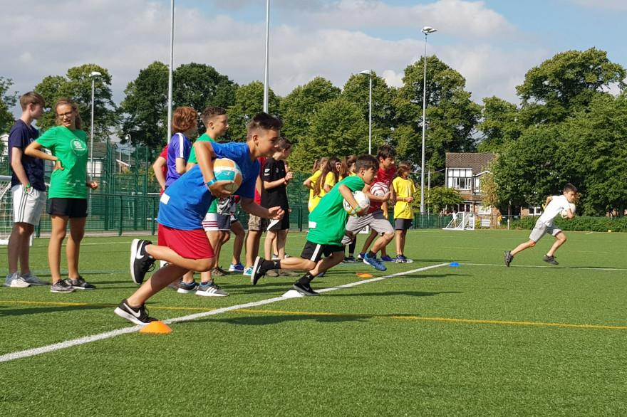 Teilnehmende Jugendliche beim Rugby-Wettkampf