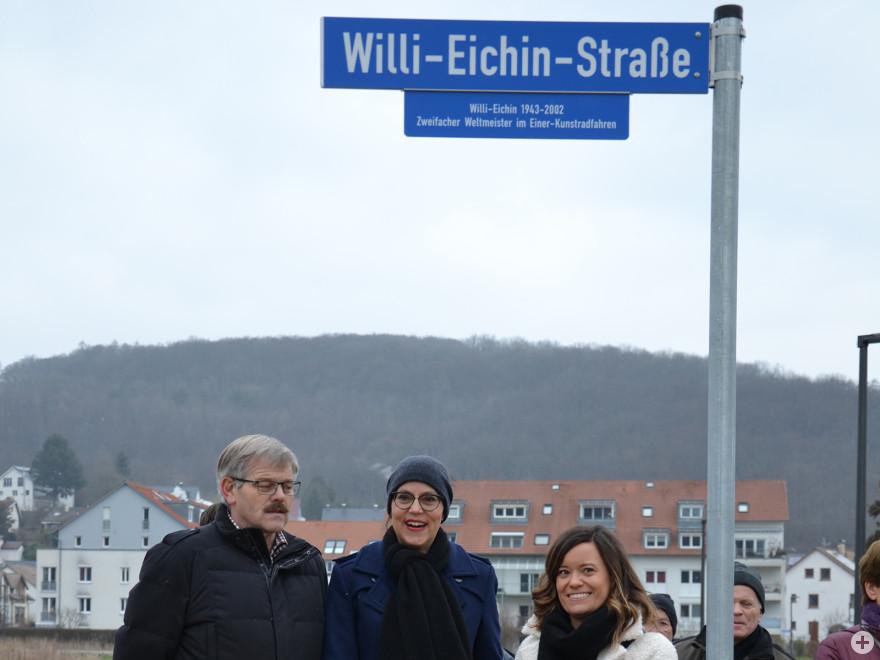 Ortsvorsteher Horst Simon, Bürgermeisterin Monika Neuhöfer-Avdić und Judith Eichin