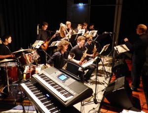 Jugendliche spielen an der Groove Night der Städtischen Musikschule Lörrach