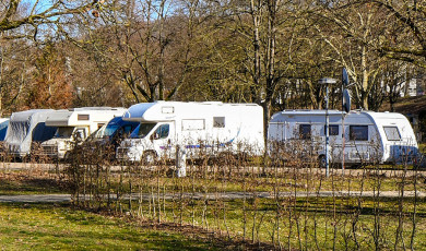 Wohnmobile auf dem Campingplatz Lörrach