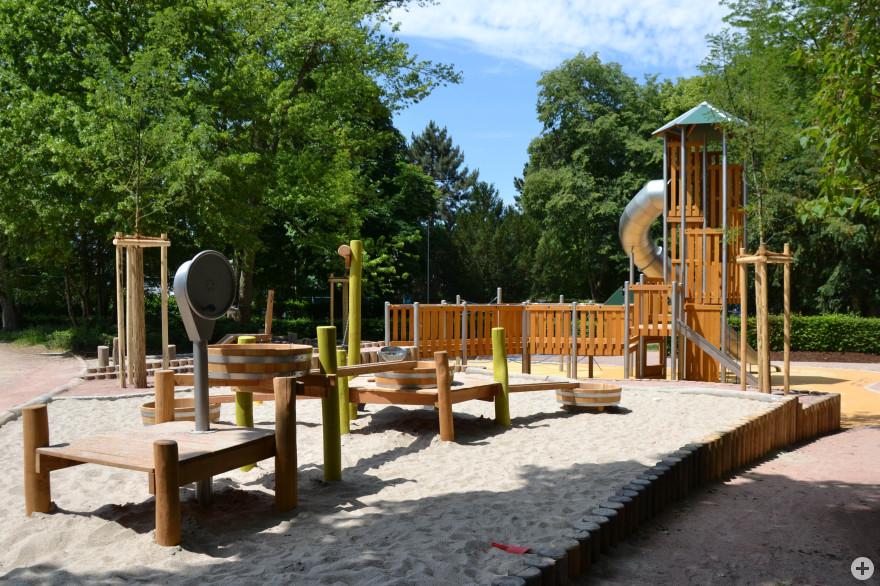 Neue Spielanlage im Rosenfelspark