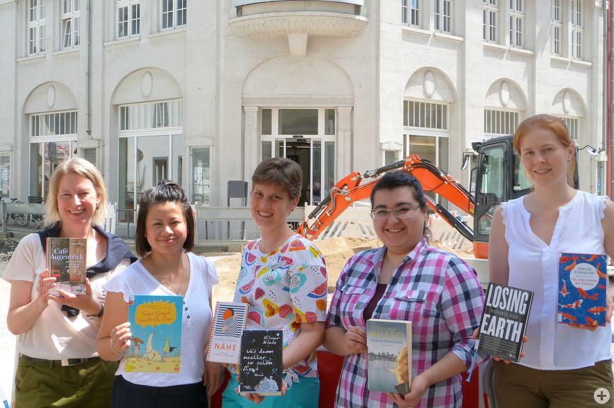 von links nach rechts: Sabine Dietrich, Thu Minh Nguyen, Franziska Kufner, Semra Asik, Maike Wilsch, Foto: Stadtbibliothek Lörrach