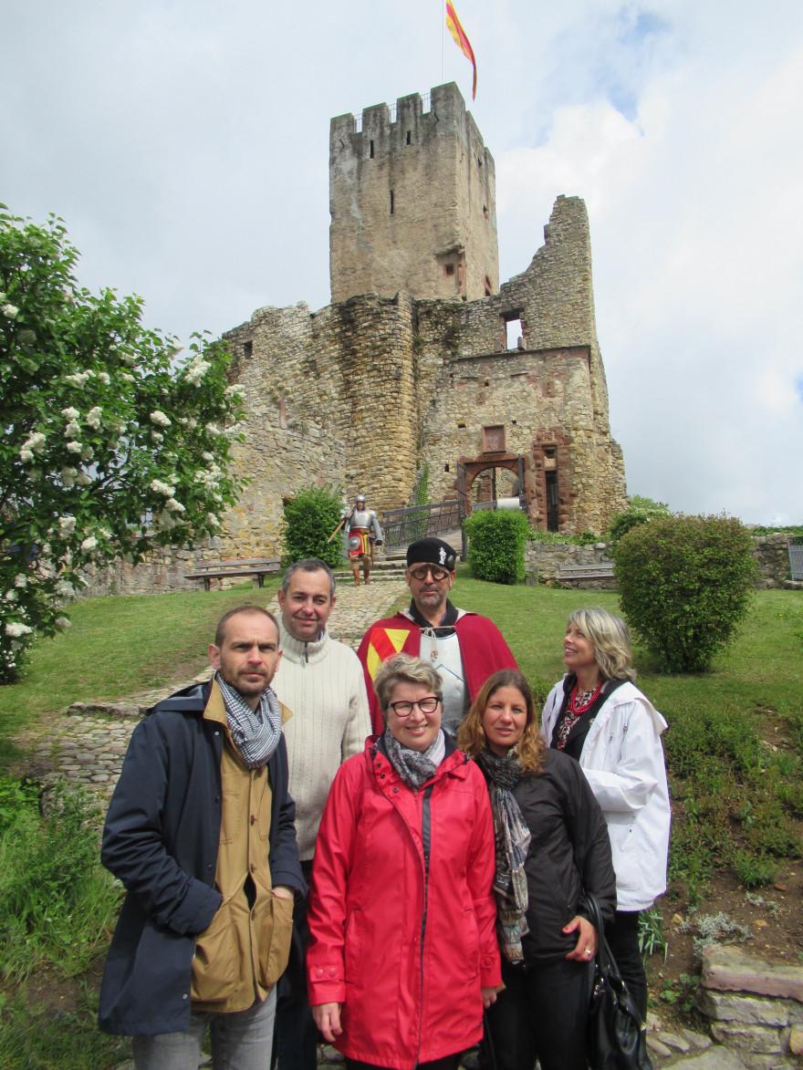 Gäste aus Sens auf der Röttler Burg mit Herrn Gimpel vom Röttelnbund, Frühlingsfest 2019