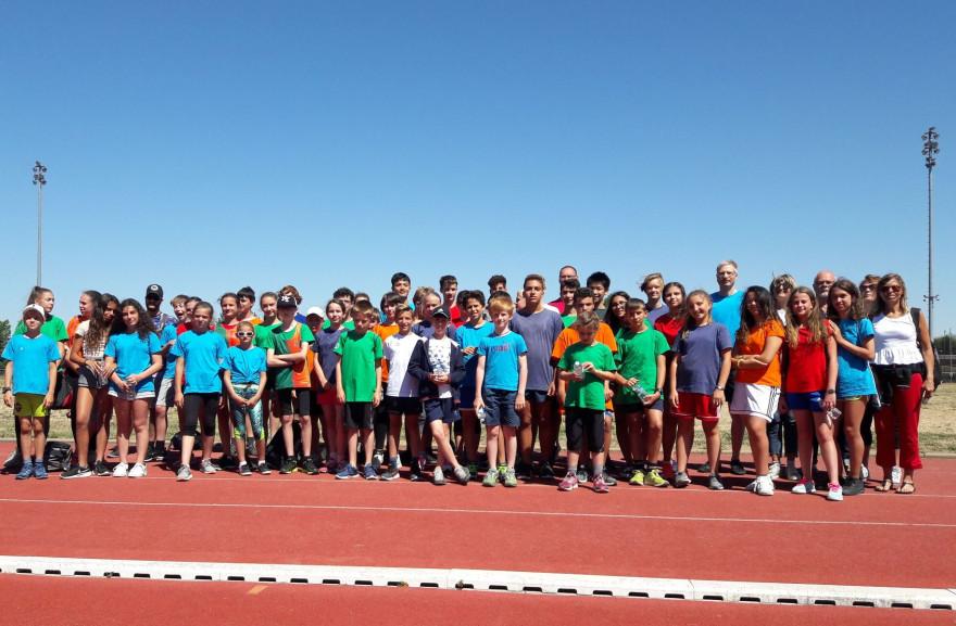 Gruppenbild Jugendspiele 2019, auf dem Sportplatz in Sens