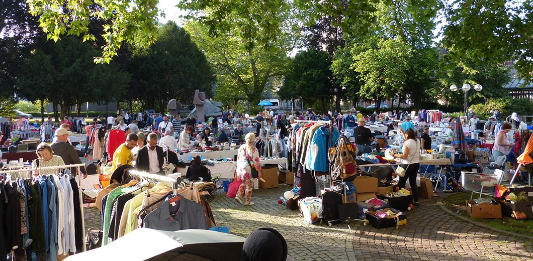 Flohmarkt auf dem Rathausplatz