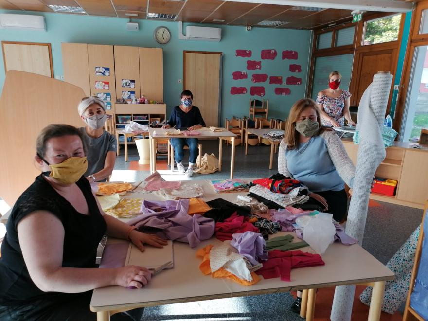In Village-Neuf werden Schutzmasken von Freiwilligen genäht