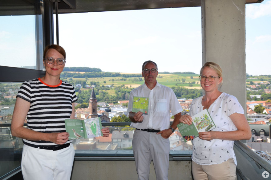 Monika Neuhöfer-Avdić, Bürgermeisterin Stadt Lörrach; Christoph Huber, Erster Bürgermeister Stadt Weil am Rhein; Astrid Deek, Fachbereichsleiterin Naturschutz im TRUZ