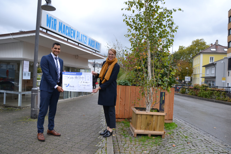 Omar El Beeh, Filialdirektor BBBank eG und Monika Neuhöfer-Avdić, Bürgermeisterin Stadt Lörrach