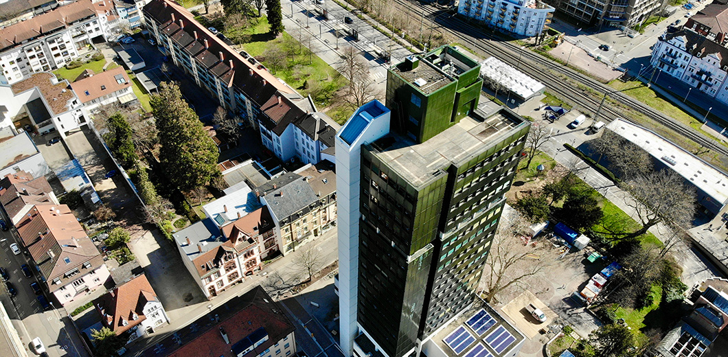 Blick auf das Lörracher Rathaus aus der Vogelperspektive